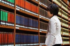 Bibliotheek, boekenrek Stock Foto