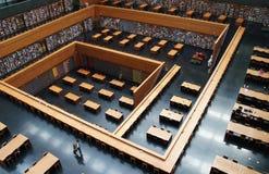 Bibliotheek, boekenrek, die Zaal lezen stock foto