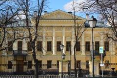 bibliotheeknaam van dichter Pushkin, vroeger landgoed Mamontov in Moskou, Rusland royalty-vrije stock fotografie