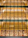Bibliotheks-Bücherregale Stockbild