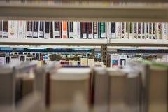 Bibliotheks-Buch-Regale Lizenzfreie Stockbilder