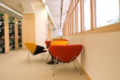Bibliotheks-Sitze lizenzfreies stockfoto