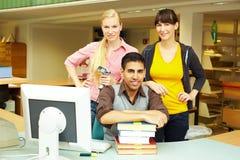 Bibliotheks-Team lizenzfreie stockfotos