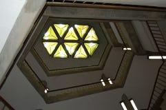 Bibliotheks-Treppenhaus, geometrisches Bild stockfoto