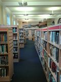 Bibliotheksregale Stockbilder
