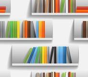Bibliotheksregale mit Farbenbüchern Stockbilder