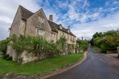 Bibury,英国- 2017年7月30日:老石房子在Bibury村庄 免版税图库摄影