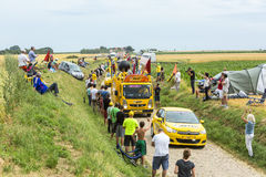 Bic-husvagn på en kullerstenvägTour de France 2015 Royaltyfria Foton