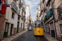 Bica célèbre funiculaire dans Lissabon Photo stock
