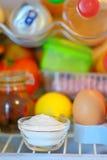 Bicarbonaat binnen van koelkast stock foto