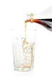 Bicarbonate de soude plu à torrents dans une glace vide Image stock