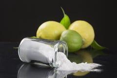 Bicarbonato de sodio del bicarbonato de sosa medicinal y aplicaciones del hogar fotografía de archivo