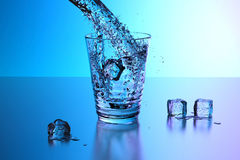 Bicchiere d'acqua, spruzzata Immagine Stock Libera da Diritti