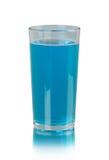 Bicchiere d'acqua su fondo bianco Fotografia Stock