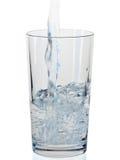 Bicchiere d'acqua su fondo bianco Fotografie Stock