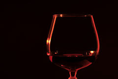 Bicchiere da brandy di brandy nel lume di candela Fotografia Stock