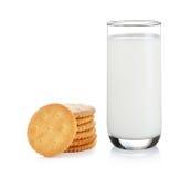 Bicchiere di latte e cracker Immagine Stock