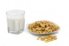Bicchiere di latte e fiocchi di mais Immagini Stock Libere da Diritti