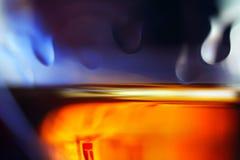 Bicchiere di vino con le gocce Immagini Stock