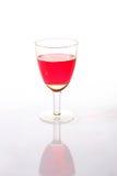 Bicchiere di vino con una bevanda rossa Immagine Stock
