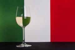Bicchiere di vino italiano lasciato Fotografia Stock