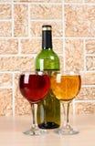 Bicchiere di vino su fondo di pietra Immagini Stock Libere da Diritti