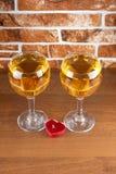 Bicchiere di vino sulla pietra Immagini Stock Libere da Diritti