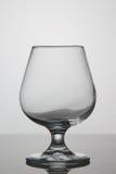 Bicchiere di vino vuoto su fondo bianco Immagini Stock