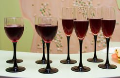 Bicchieri di vino di vino rosso Fotografia Stock