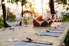 Bicchieri di vino sulla tavola Immagini Stock Libere da Diritti