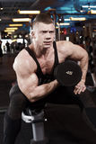 Biceps in gym d Stock Photography