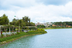 Bich Cau Garden på Xuan Huong Lake i Dalat, Vietnam Royaltyfria Bilder
