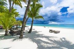 Biches auxiliares de Trou, praia pública em ilhas de Maurícias, África foto de stock royalty free