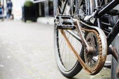 Bici aherrumbrada necesitando mantenimiento Fotografía de archivo libre de regalías