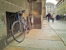 Bici azul profunda enfrente de Furstenzug Imagenes de archivo