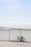 Bici cerca de la playa Imágenes de archivo libres de regalías