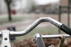 Bici con le punte congelate del ghiaccio Immagini Stock Libere da Diritti