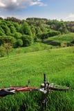 Bici con paisaje de las colinas Imagen de archivo