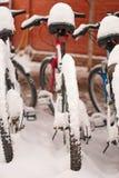 Bici coperte di neve Fotografia Stock Libera da Diritti