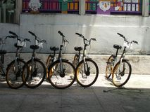 Bici de alquiler en el paseo de Bukit Bintang imagenes de archivo