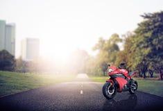 Bici de la moto de la motocicleta que monta a Rider Contemporary Concept Imágenes de archivo libres de regalías