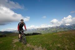 Bici de montaña Berner Oberland Fotografía de archivo libre de regalías