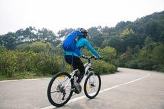 Bici de montaña de ciclo del ciclista imágenes de archivo libres de regalías
