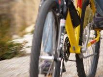 Bici de montaña en el movimiento Imágenes de archivo libres de regalías