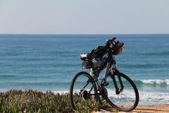 Bici de montaña en la playa fotos de archivo