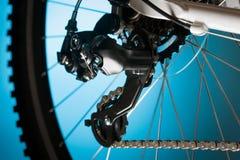 Bici de montaña, piñón delantero y pedal imagenes de archivo