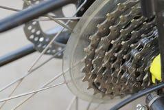 Bici del deporte con las agujas que hacen punto y las estrellas grises del metal fotografía de archivo libre de regalías