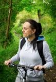 Bici del montar a caballo de la mujer Fotos de archivo libres de regalías