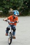Bici del montar a caballo del niño Fotografía de archivo libre de regalías