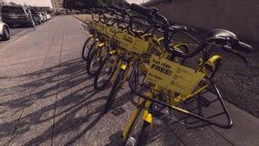 Bici del pase gratis en la ciudad media de Dallas Imágenes de archivo libres de regalías